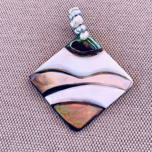 Jewelry - Mother of pearl and freshwater pearl pendant